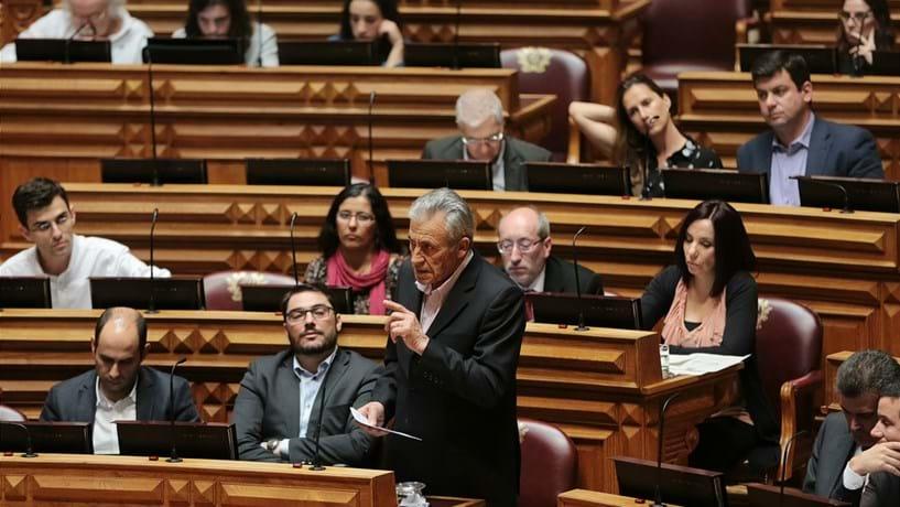 Jerónimo acusa Costa de defraudar expectativa de longas carreiras contributivas