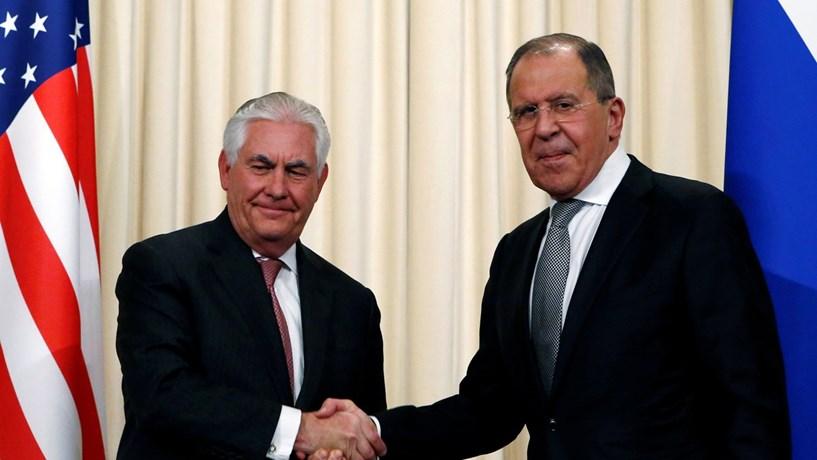 """Tillerson defende que EUA e Rússia """"não podem ter este tipo de relação"""""""