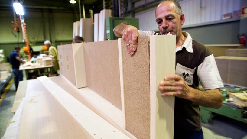 Os 114 trabalhadores da Viriato produzem na Rebordosa (Paredes) todos os móveis para os hotéis de luxo, subcontratando a fabricação dos produtos metálicos, de iluminação ou têxteis.