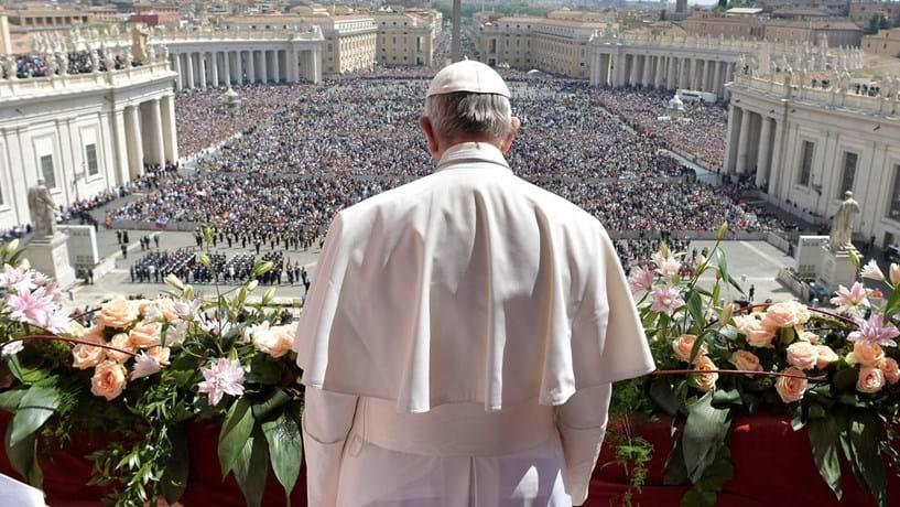 """Papa apela à paz na Síria, onde reina o """"horror e a morte"""", do dia seguinte ao ataque que matou 68 crianças"""