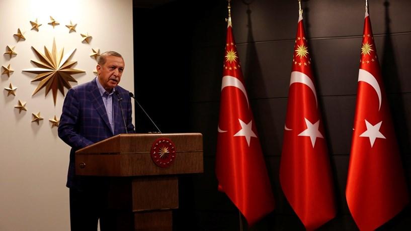 """Erdogan pede que todos aceitem resultado da """"reforma mais importante"""" da história do país"""