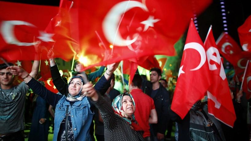 Principal partido da oposição apresenta pedido de anulação do referendo turco