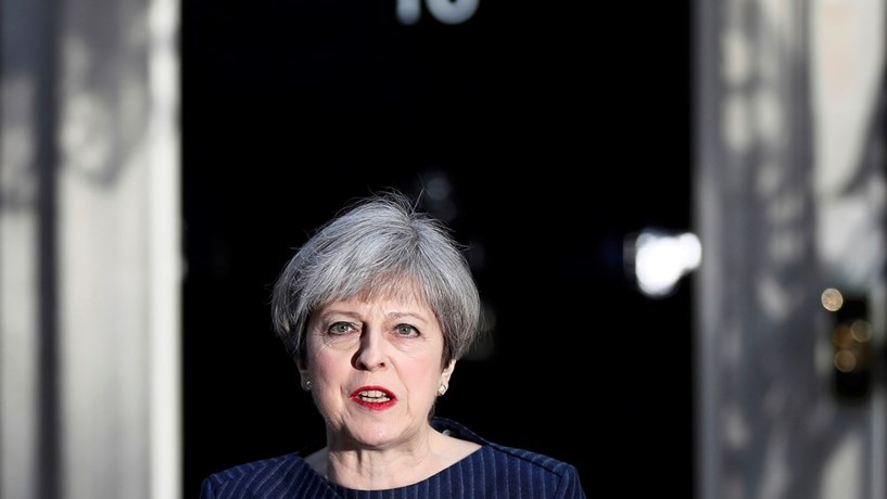 Sondagens continuam a pôr May a perder terreno nas eleições
