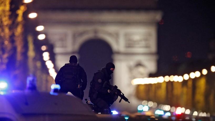 Le Pen pede restabelecimento das fronteiras após ataque em Paris