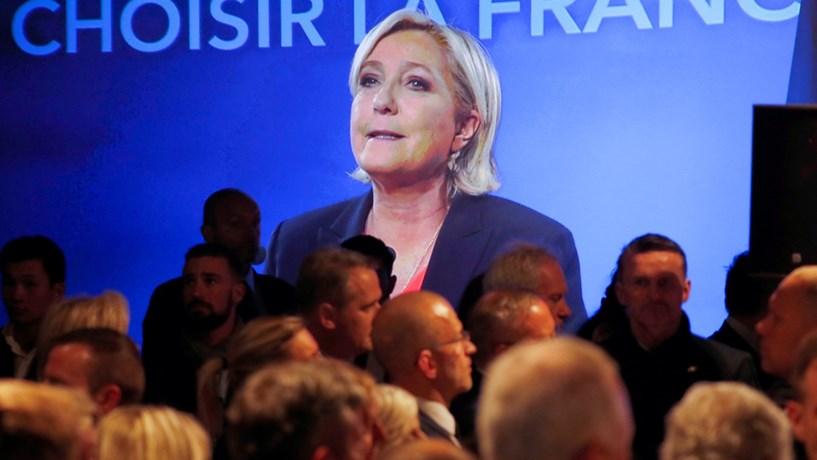 Le Pen oferece jantar privado em troca de 75 mil euros