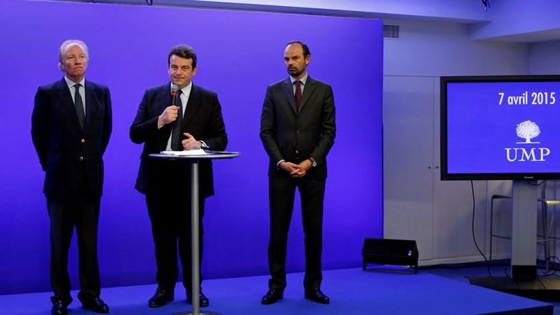 Macron escolhe primeiro-ministro à direita