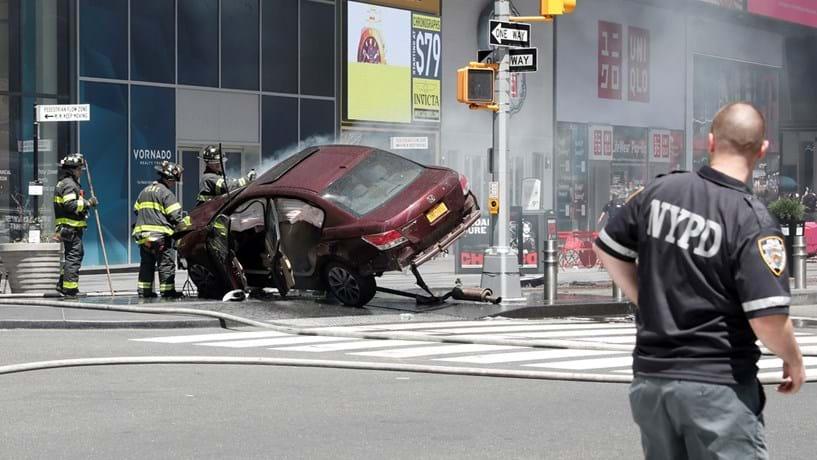 Nova Iorque: Carro atropela duas dezenas de pessoas em Times Square