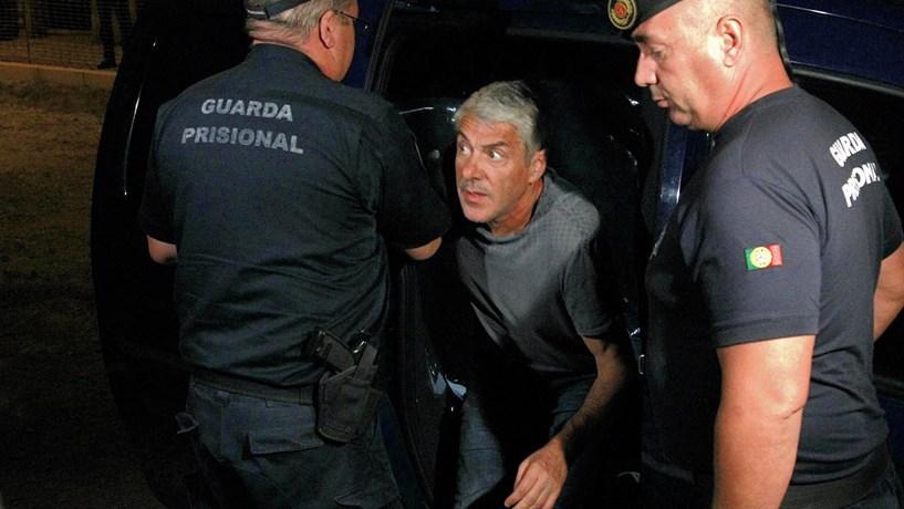 2014: Um ex-primeiro-ministro foi preso e espera ainda uma acusação