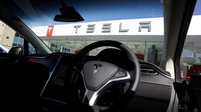 Tesla vai buscar mais dinheiro aos bancos