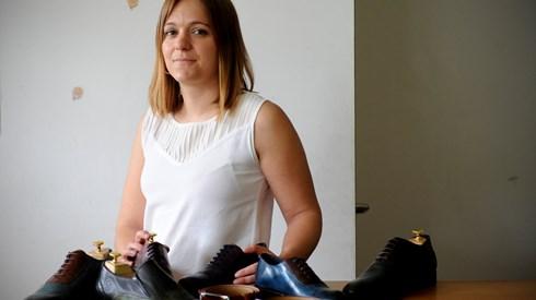 """Lara Guina: Sapatos da Tocha """"alumiam"""" pés de Angola e Taiwan"""