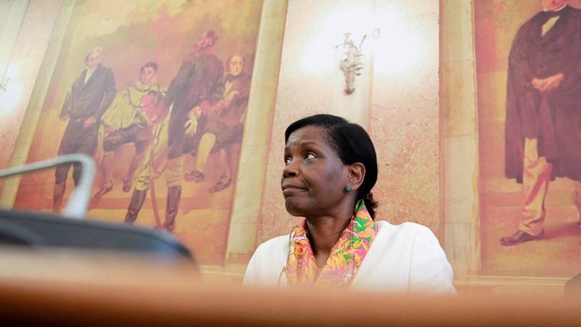 Magistrados aumentam pressão sobre ministra da Justiça
