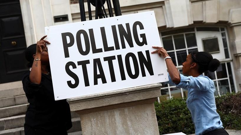 Jovens britânicos vingam-se de pais e avós na arena política