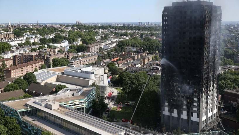 Polícia britânica eleva para 79 número de vítimas no incêndio de torre em Londres