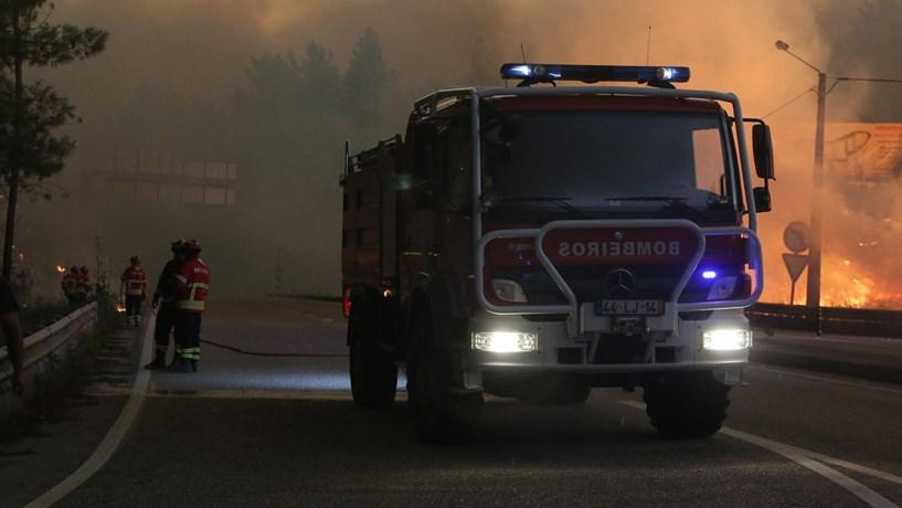 Mais de 1.600 bombeiros em combate aos cinco principais fogos