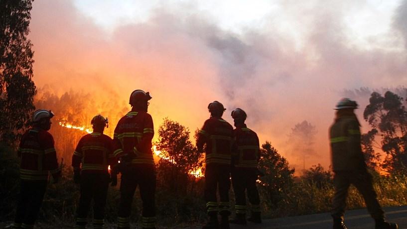 Itália envia dois aviões para ajudar a combater incêndios
