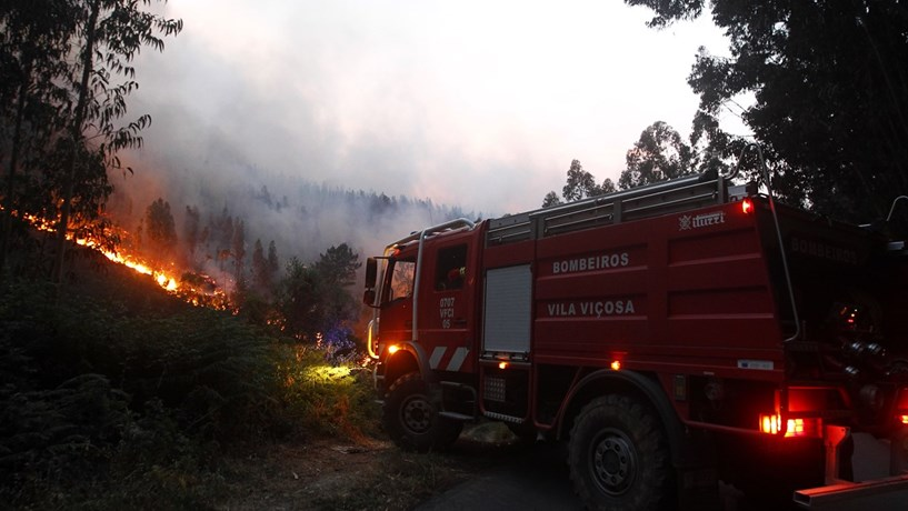 """Protecção Civil diz que 70% do incêndio """"está dominado"""""""