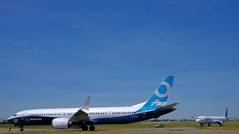 Boeing apresenta novo 737 e acena à Airbus com 288 encomendas
