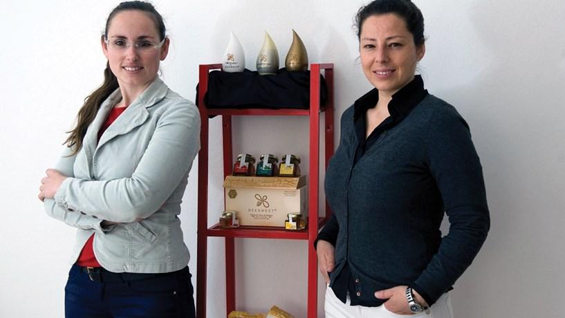 """Beesweet: Primas de Estarreja """"picam"""" herança do mel aromatizado"""
