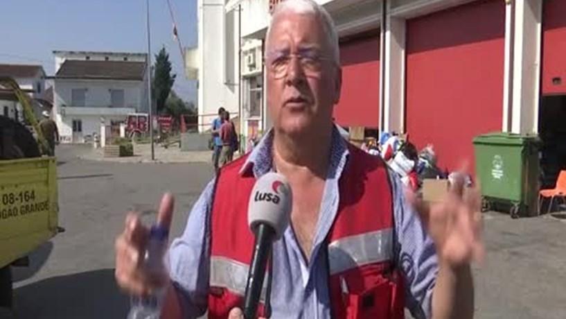 Ofertas de todo o país transformam quartel de bombeiros em base solidária