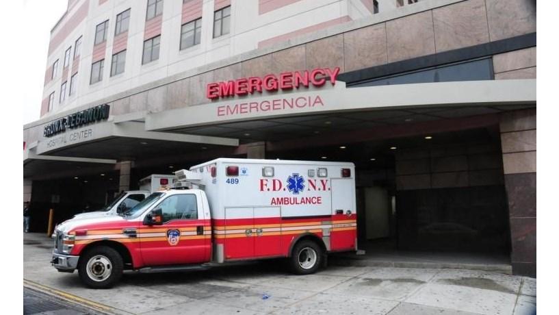 Ataque em hospital de NY deixa feridos e um morto