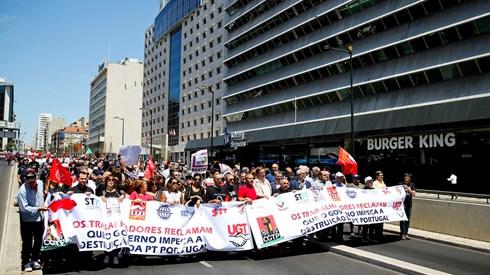 Transferência de 118 trabalhadores da PT para empresas da Altice e Visabeira concluída hoje