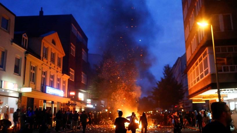 Feridos e detidos em novos confrontos entre polícia e manifestantes em Hamburgo