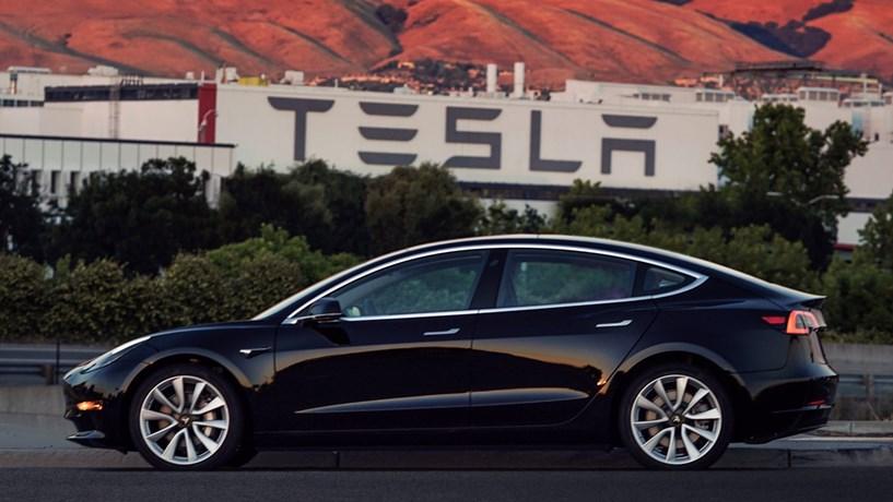 Elon Musk apresenta o novo Model 3