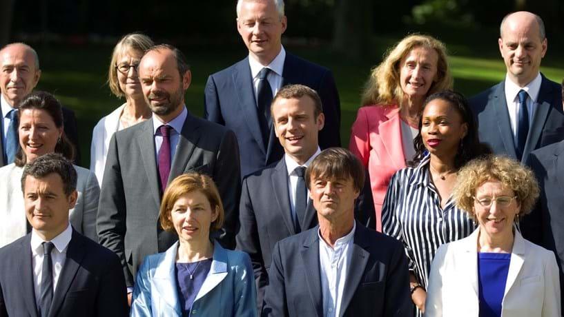 Macron prevalece sobre primeiro-ministro e haverá corte de impostos em 2018