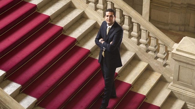 Hugo Soares eleito líder parlamentar do PSD