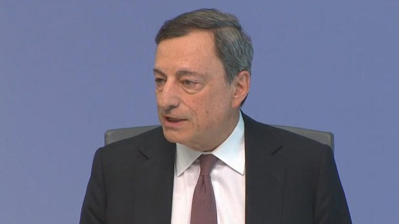Draghi remete decisões do BCE sobre estímulos para o outono