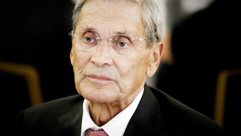 Dezenas de pessoas prestam última homenagem a Belmiro de Azevedo