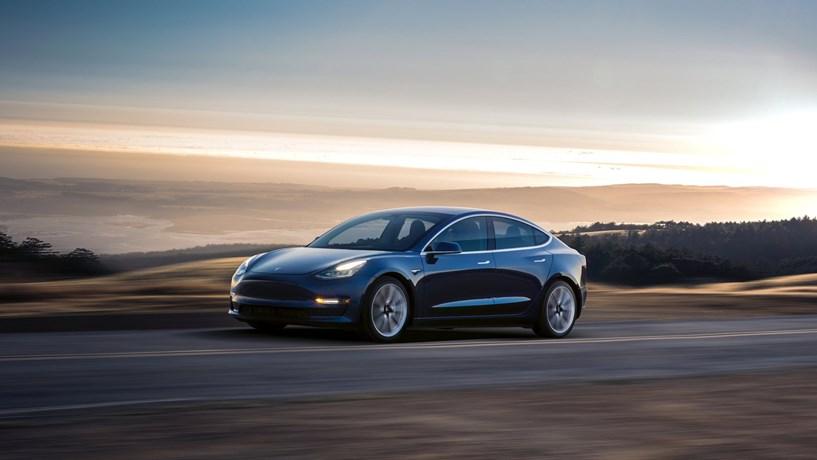 Atrasos na produção: Nem a mãe de Musk consegue um Model 3