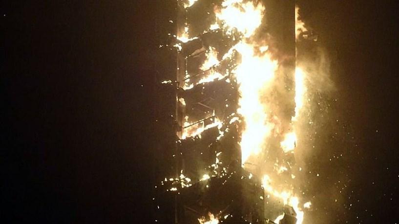 Incêndio em arranha-céus no Dubai