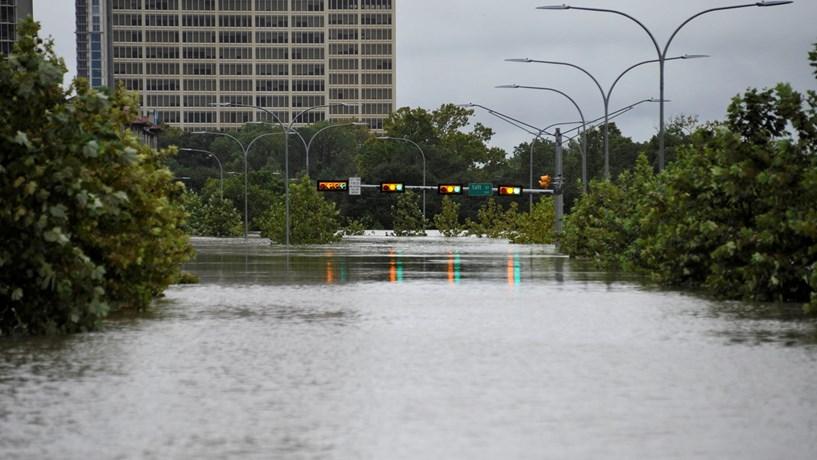 100 mil casas já foram afetadas por Harvey no Texas — EUA