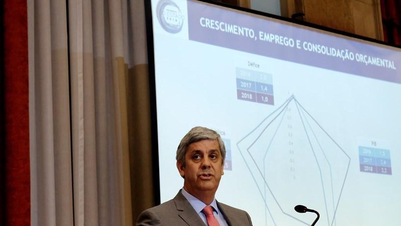 António Costa partilha o momento em que assinou o OE2018