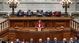 Cristas apresenta censura ao Governo e também dispara contra PSD e esquerda