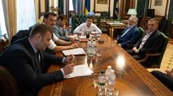 O multimilionário de quem toda a gente fala na nova Ucrânia